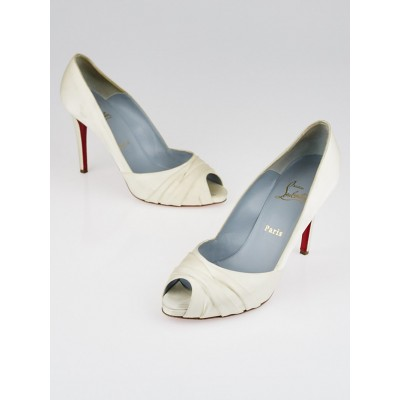 Christian Louboutin Off White Crepe Satin Matrinana 100 Peep Toe Bridal Pumps Size 9.5/40