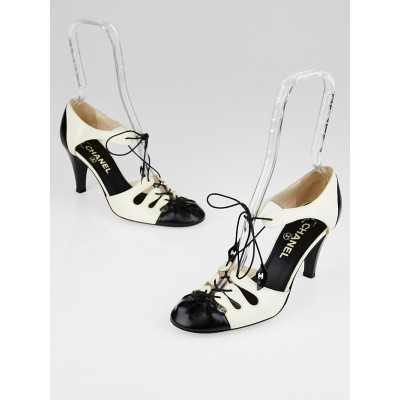 Chanel White/Black Leather Lace Up Pumps Size 7/37.5
