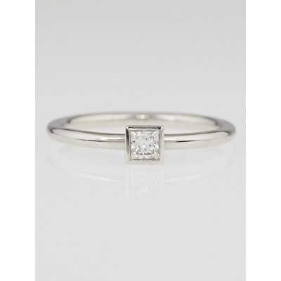Tiffany & Co. Platinum and Princess Cut Diamond Bezet Ring Size 6.5