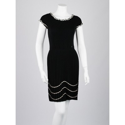 Chanel Black Wool Pleated Dress Size 2/34