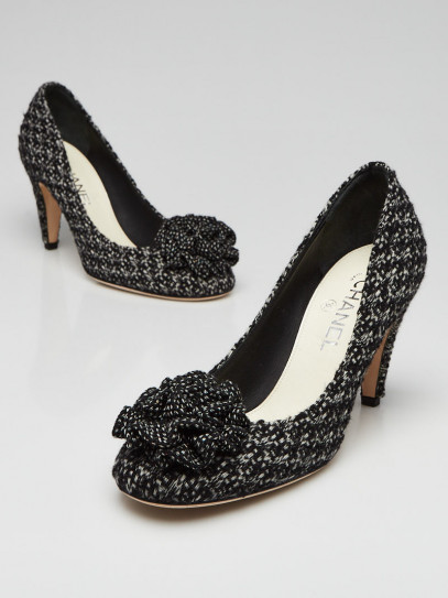 Chanel Black/White Tweed Fabric Camellia Pumps Size 9/39.5