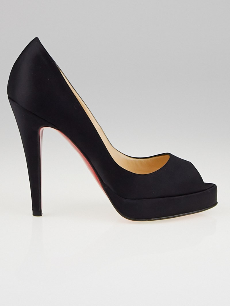 christian louboutin patent leather yoyo pumps